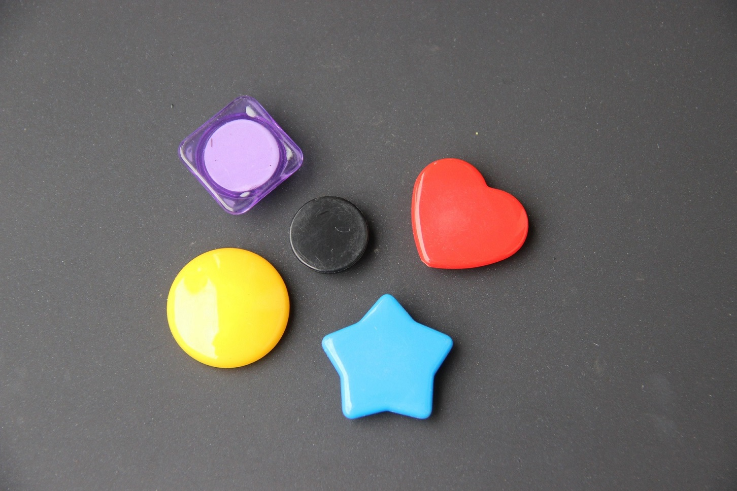 MAGNETIC BUTTON WITH KINDS OF SHAPES